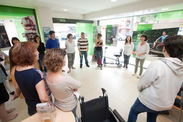 Visita d'estudiants a l'Ortopèdia activa a terrassa